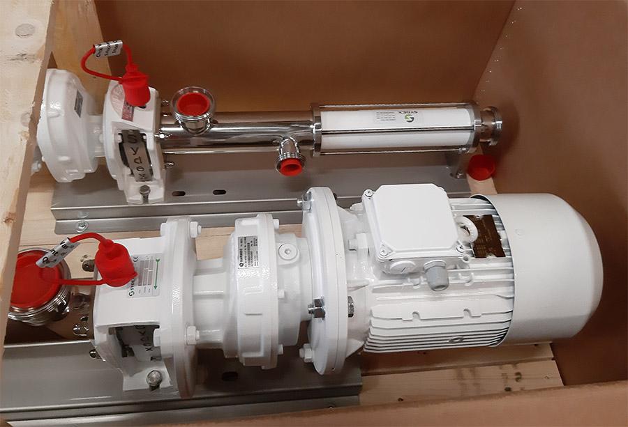 Cramix acaba de suministrar dos bombas de tornillo helicoidal marca SYDEX para el bombeo de materia prima en la industria cosmética